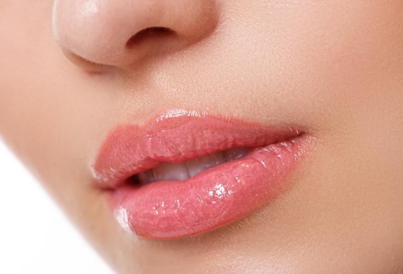 Lippen spritzen mit Hyaluronsäure